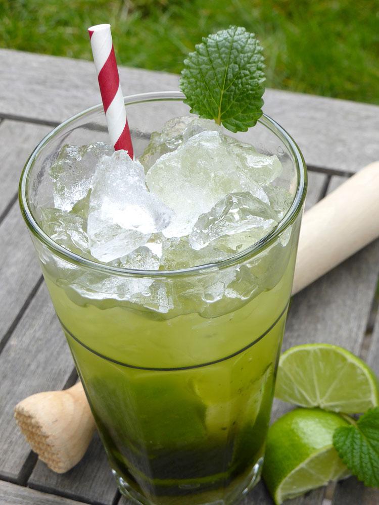 yuem01.02l-emcur-cocktail-ipamatcha