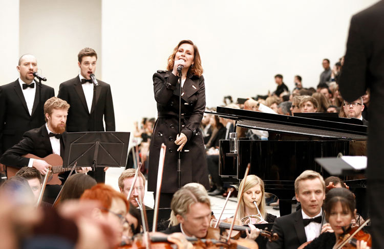 Sängerin Alison Moyet live bei © Burberry Fashion Show