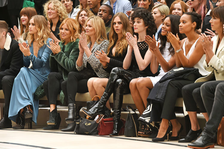 Kate Moss, Cara Delevinge und Co. in der Front Row bei © Burberry Fashion Show