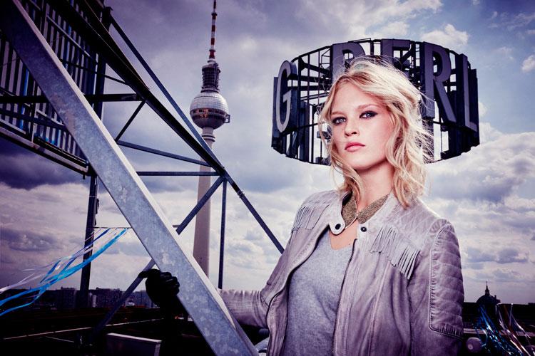 © comma, (Foto: Ellen von Unwerth, Model: Charlene Högger)