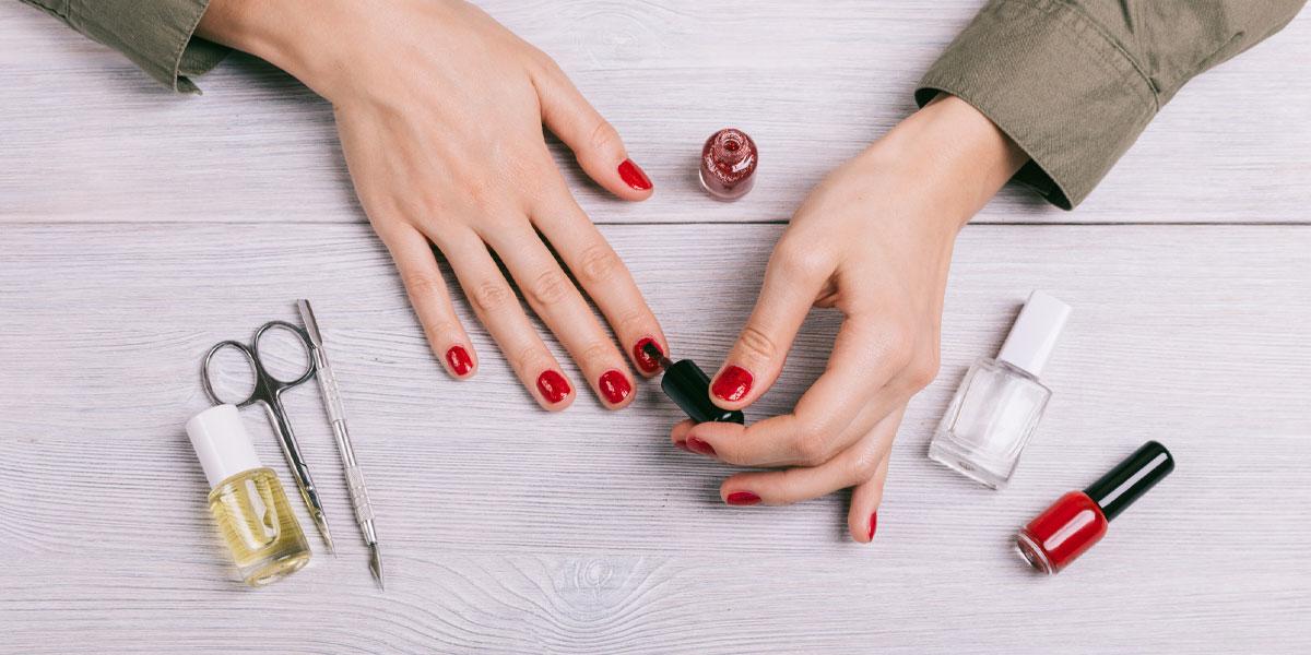 naegel lackieren in rot