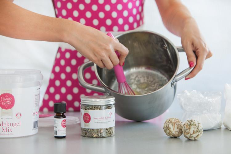 © Cosmetic Kitchen, Badekugeln nach Wunsch