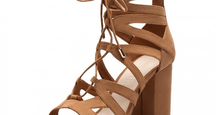 braune sandaletten mit schn rung von bershka beautypunk. Black Bedroom Furniture Sets. Home Design Ideas