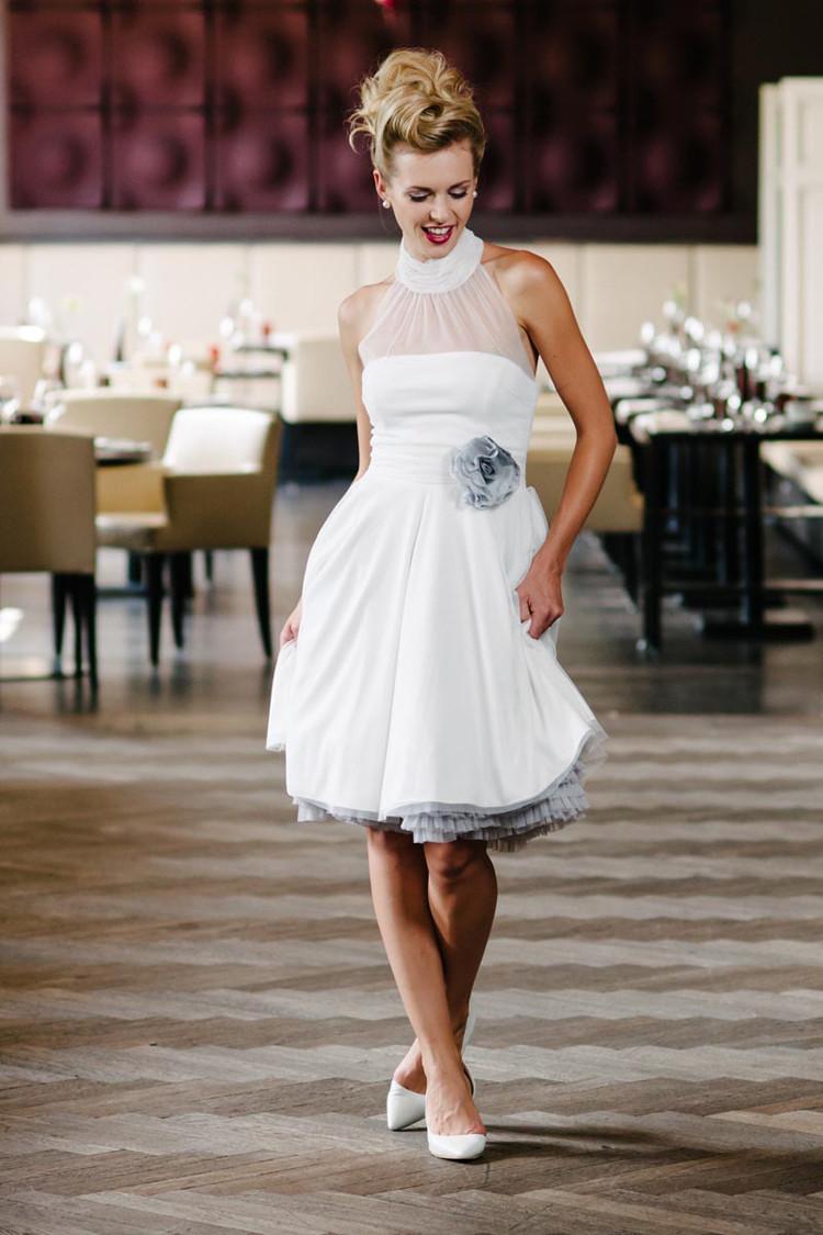 Kurzes Brautkleid im 50s Style
