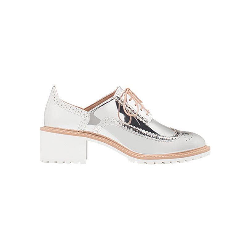silberne Schuhe von Stradivarius