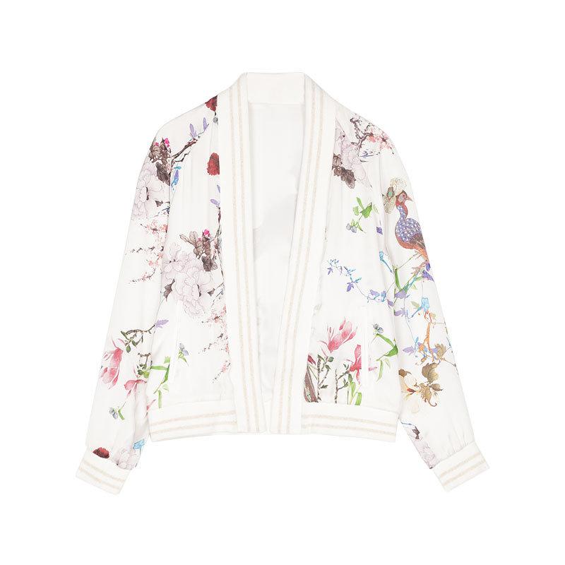 Asiatische Jacke mit Blumen von Stradivarius