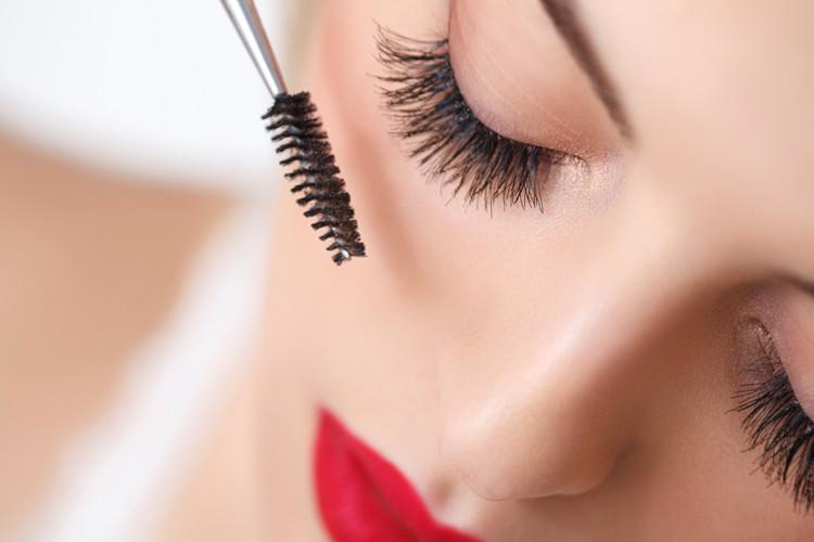 Mascara für strahlende Augen