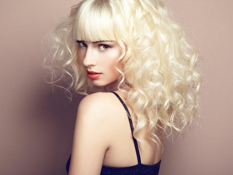 Pflege von lockigen Haaren