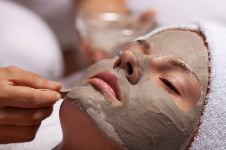 Tonerde-Masken für reine Haut
