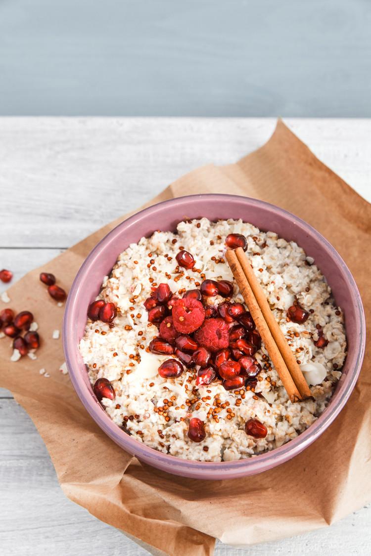Porridge mit Granatapfel und Quinoa