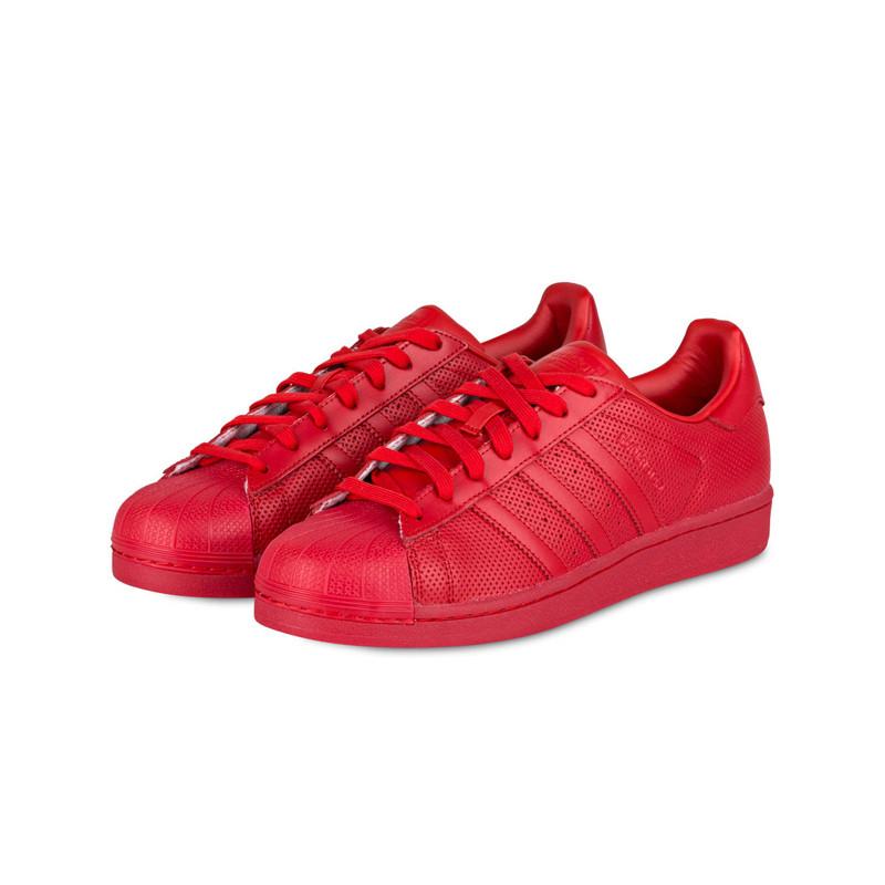 Rote Sneaker von adidas