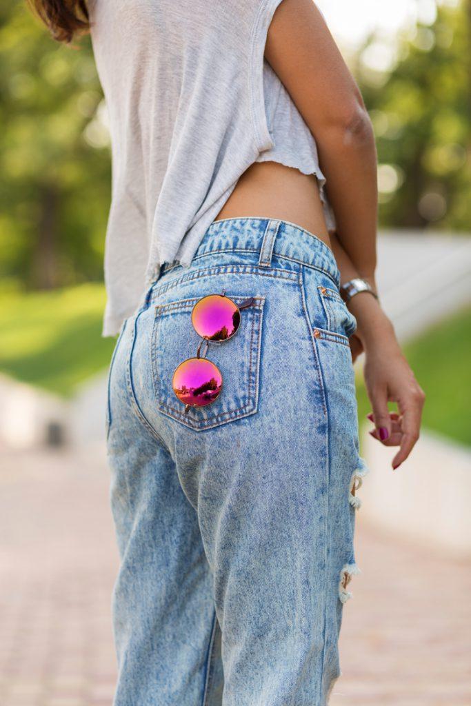 High Waist Jeans mit großen Gesäßtaschen