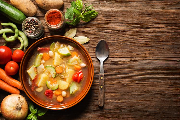 Suppe aus verschiedenem Gemüse