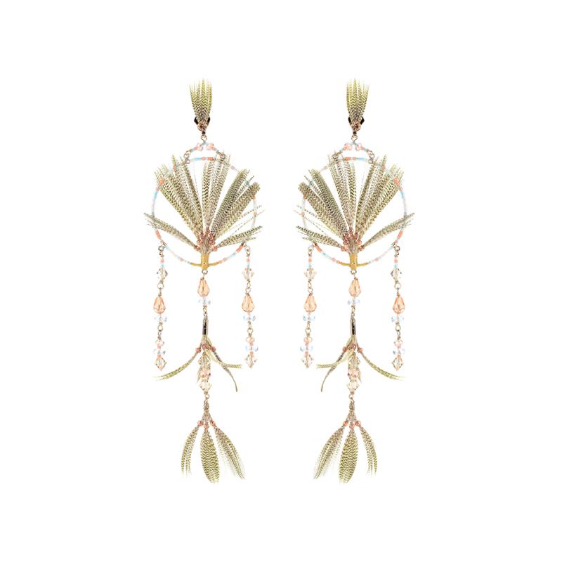 Ohrringe mit Federn und Kristallen