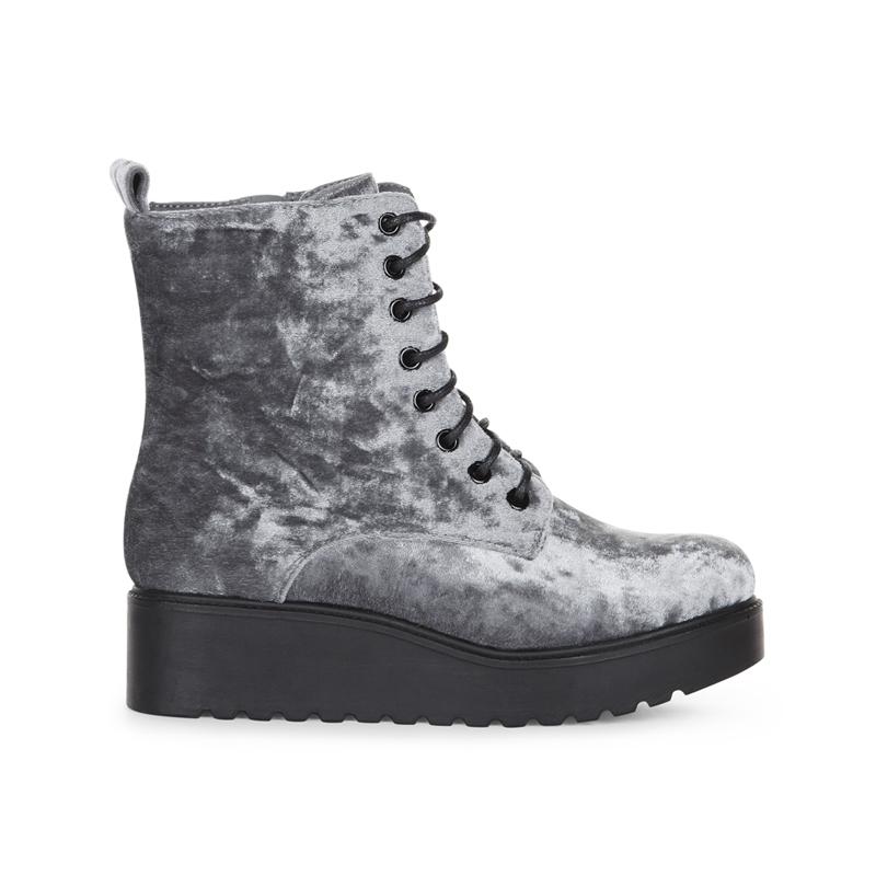Samt Boots von New Look
