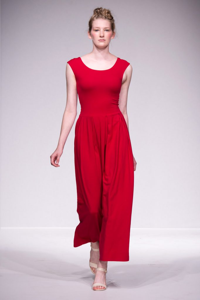 ethical fashion show kleid rot