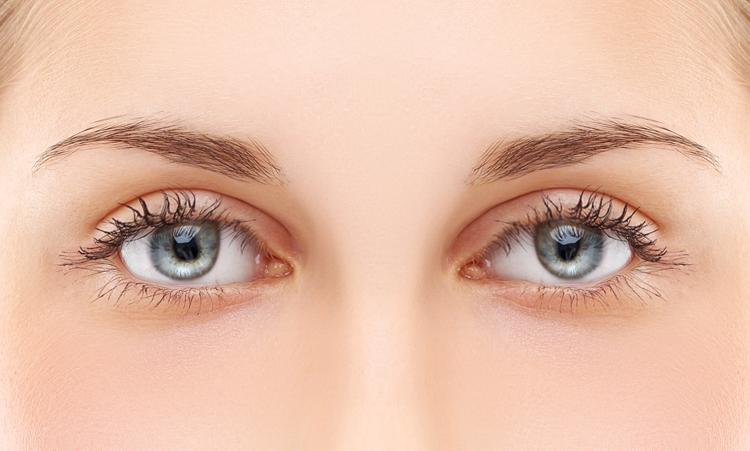 Eng zusammen stehende Augen schminken