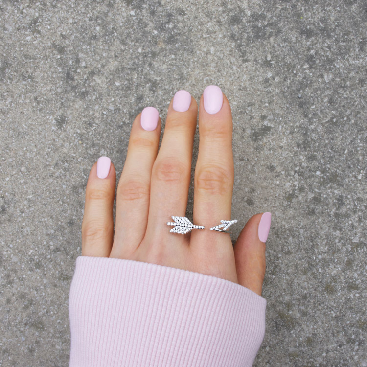 eves jewel hand
