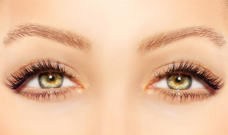 Hängende Augen schminken
