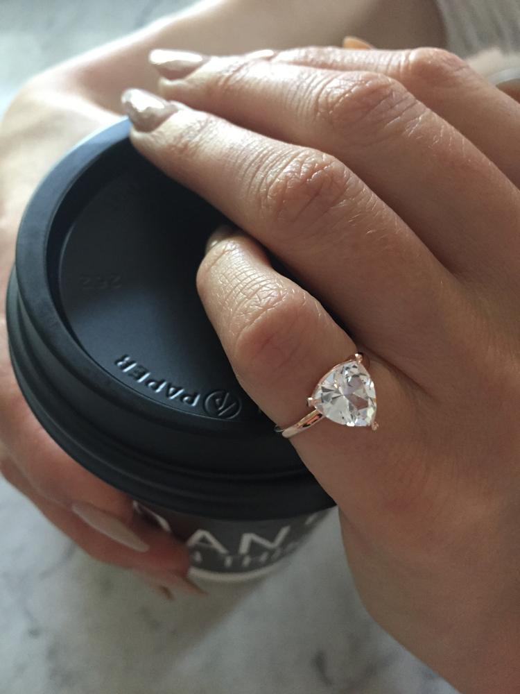 dieser ring steht f r die liebe zu sich selbst beautypunk. Black Bedroom Furniture Sets. Home Design Ideas