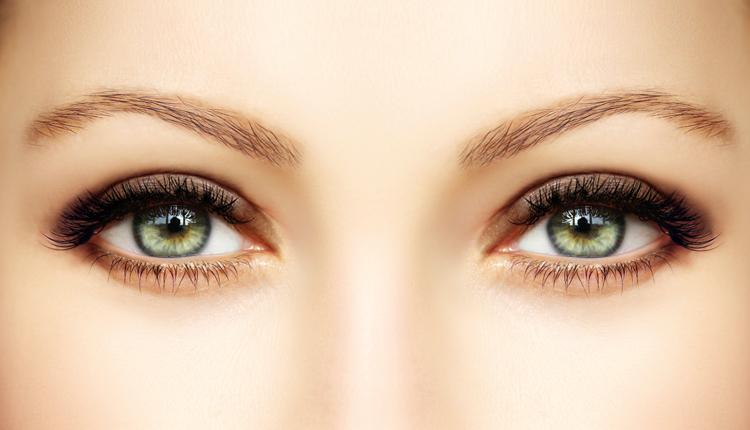 Mandelförmige Augen schminken