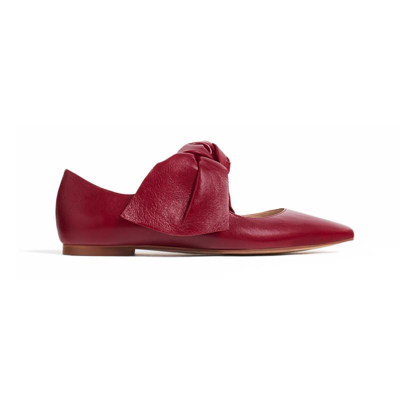 Rote Schuhe mit Schleife