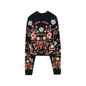 Bestickter Pullover mit Blumen