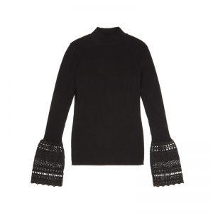 Schwarzer Pullover mit ausgestelltem Arm
