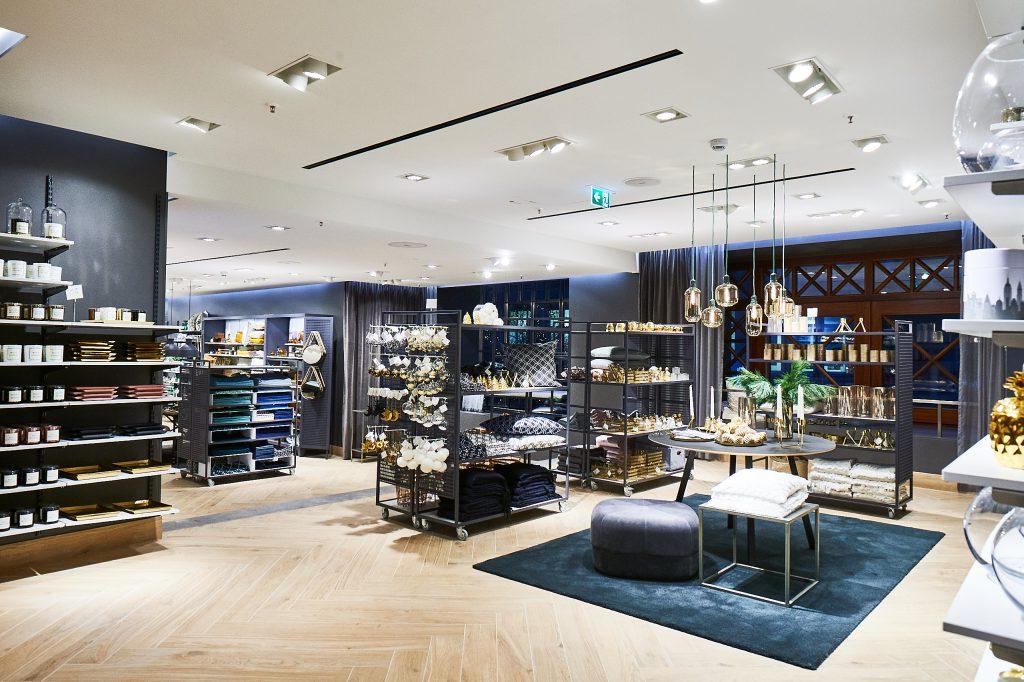 erster flagship store von h m in hamburg beautypunk. Black Bedroom Furniture Sets. Home Design Ideas