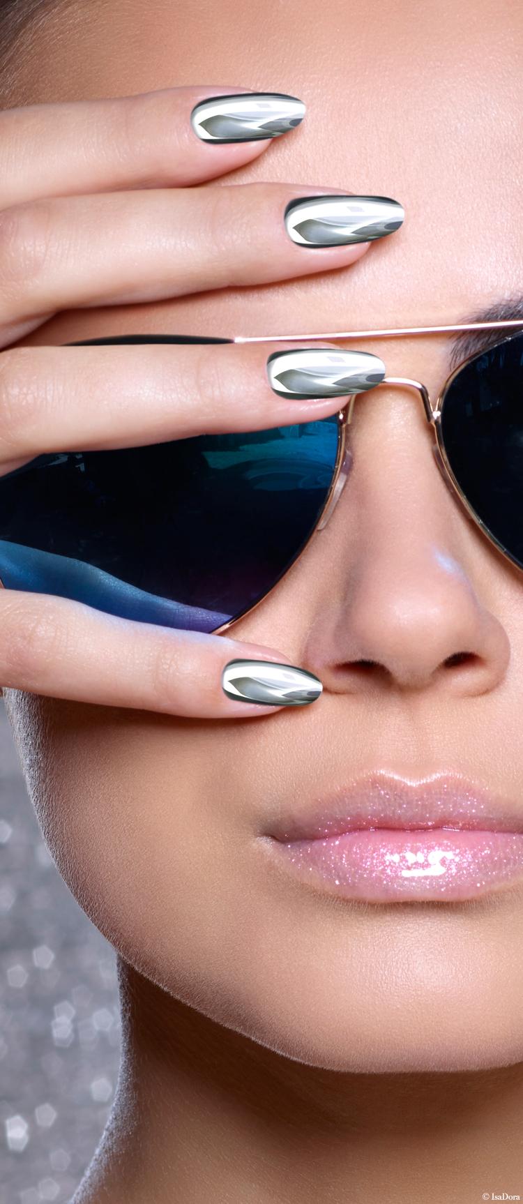 Visual-Chrome-Nails