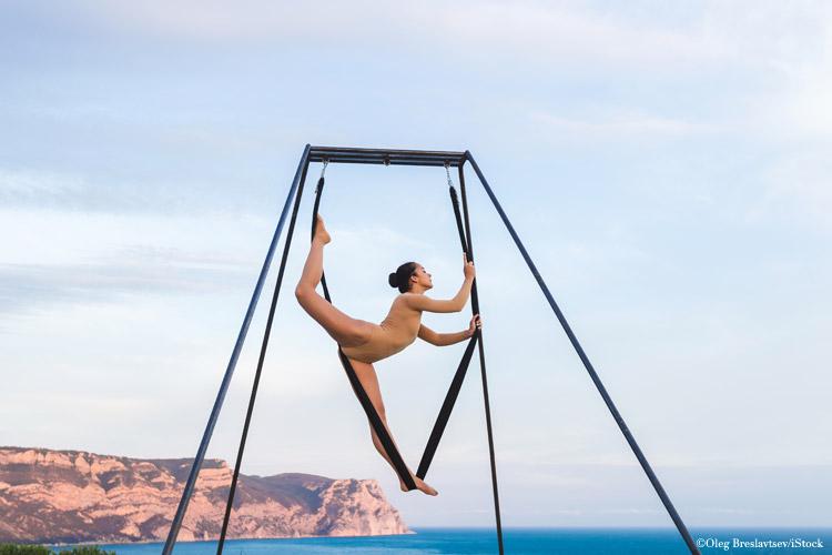 aerial yoga uebung