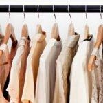 kleidung an einer kleiderstange