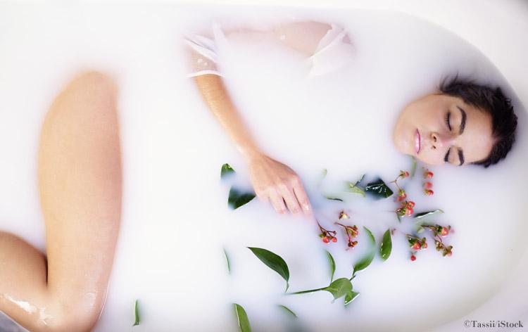 frau entspannung badewanne