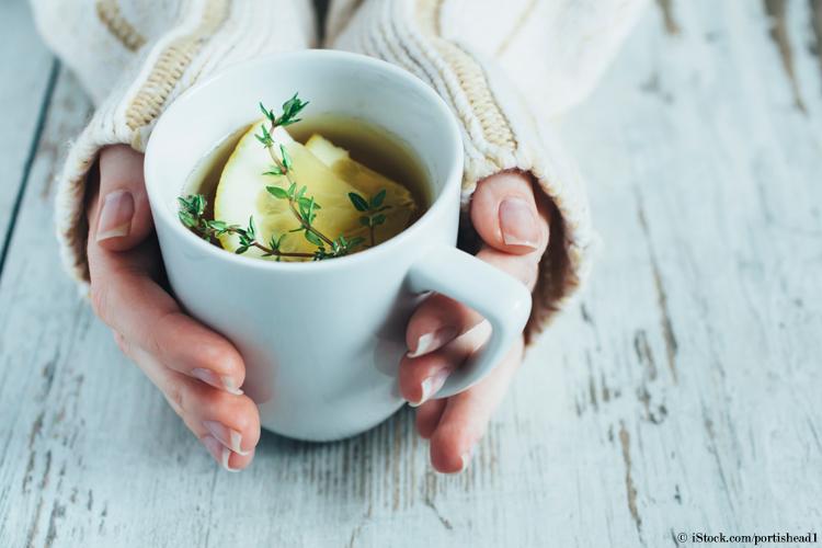 tee-trinken-bei-menstruationsbeschwerden