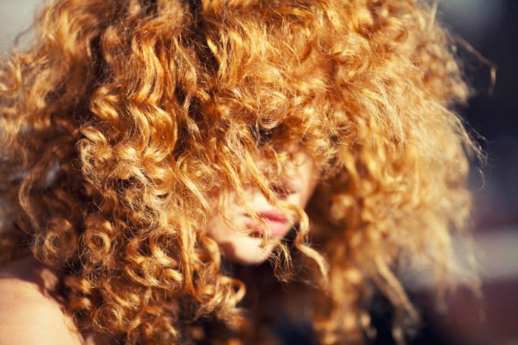 haarkur-lockiges-krauses-haar