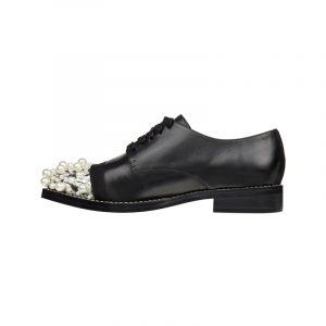 Maskuline Schuhe mit Perlen