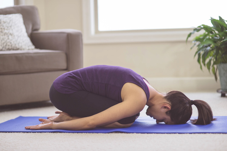 yoga stellung des kindes entspannung