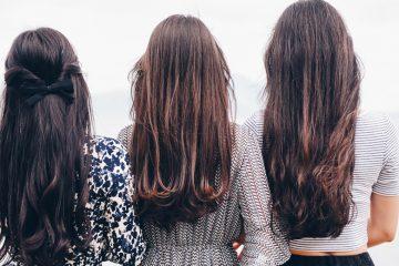 drei frauen von binten mit langen haaren