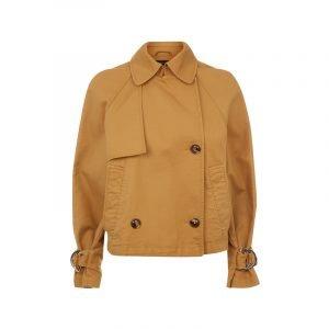 Jacke mit braunen Knöpfen