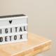 schild mit aufschrift digital detox