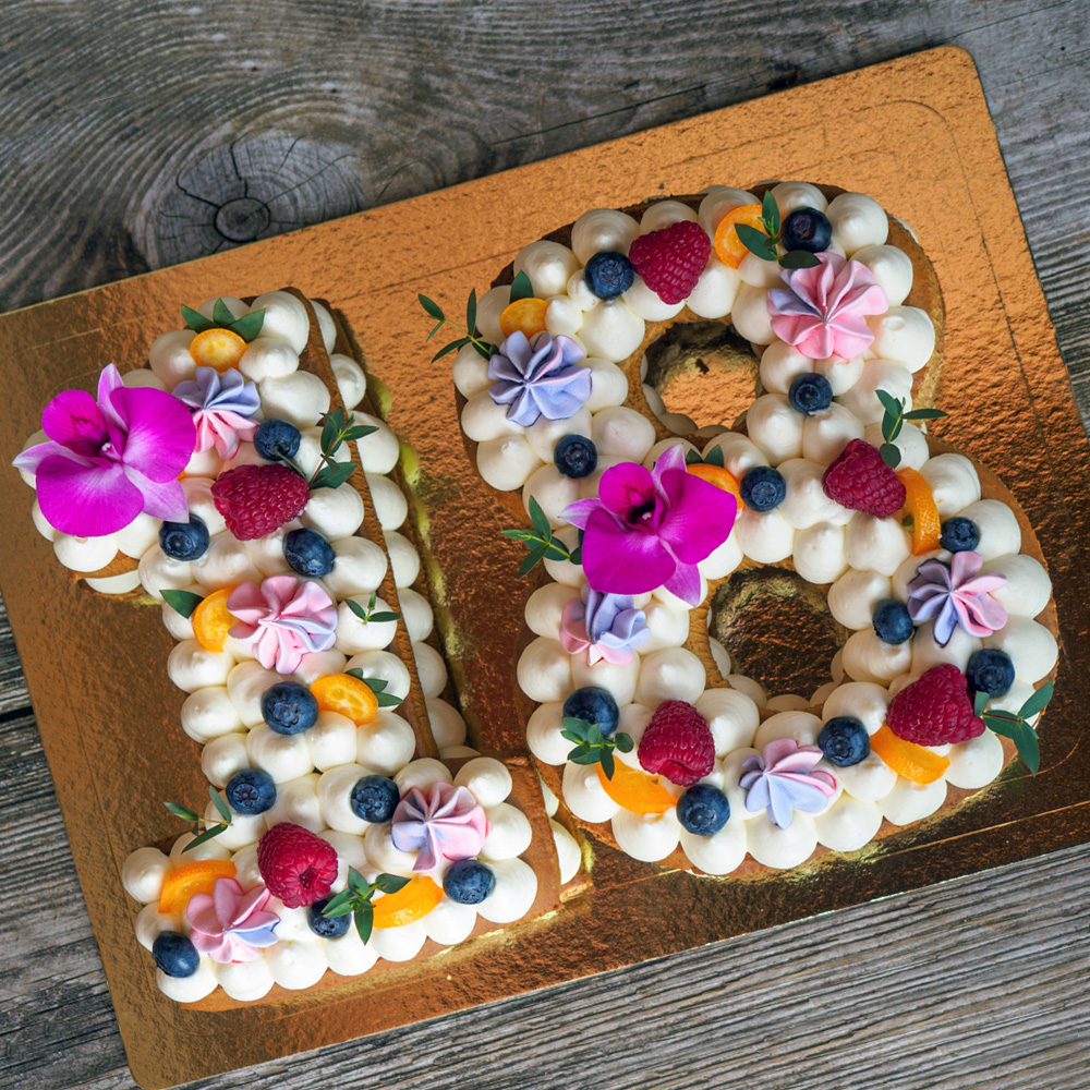 letter cakes number cakes