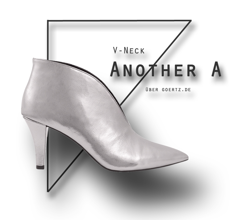 V-Neck Booties in Silber
