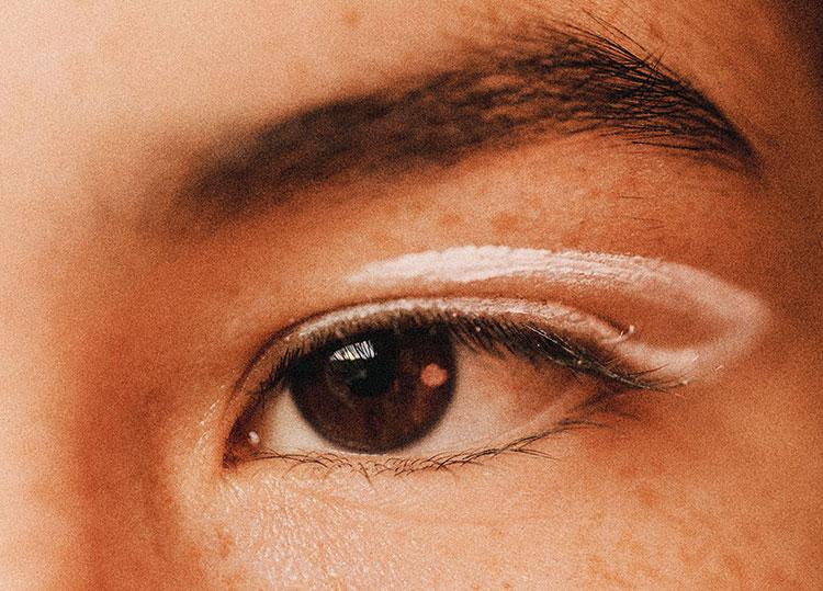 weisser eyeliner klein