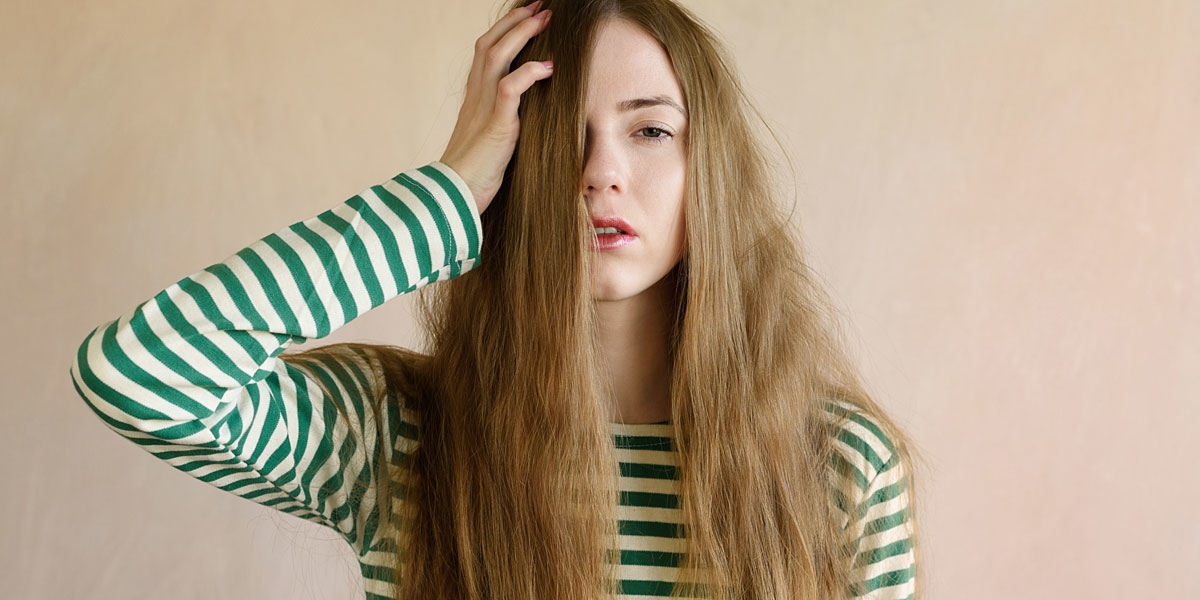 frau mit langen haaren
