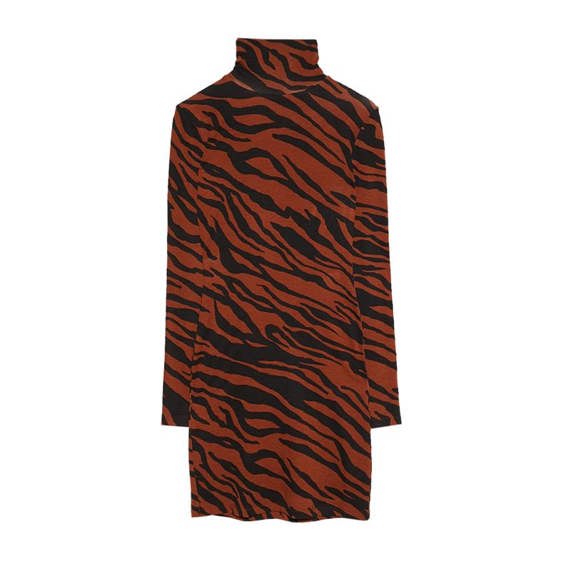 produktabbildung eines kleides mit rollkragen und tiger print von der marke bershka