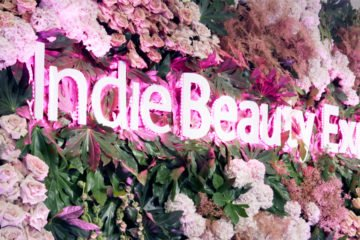 indie beauty expo blumenwand