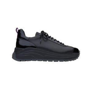 schwarzer plateau sneaker mit grober profilsohle