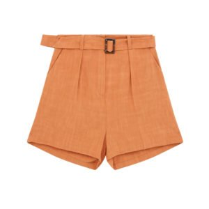 ausgestellte shorts mit guertel in einem rostigen orange