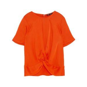 orangefarbenes t-shirt mit rundhalsausschnitt