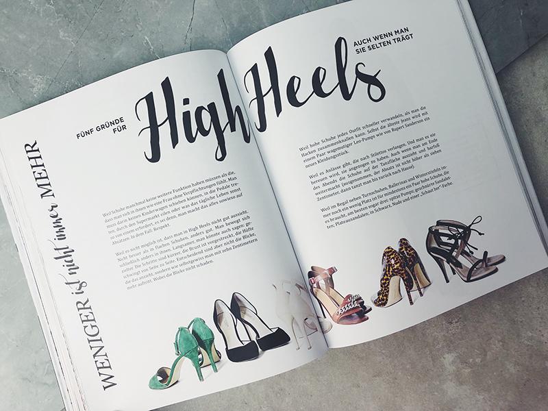 aufgeschlagene buchseite mit high heels